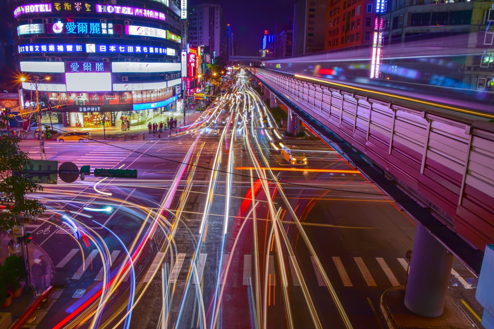 7 Innovative Ideas to Reduce Traffic Congestion with Smart City Tech